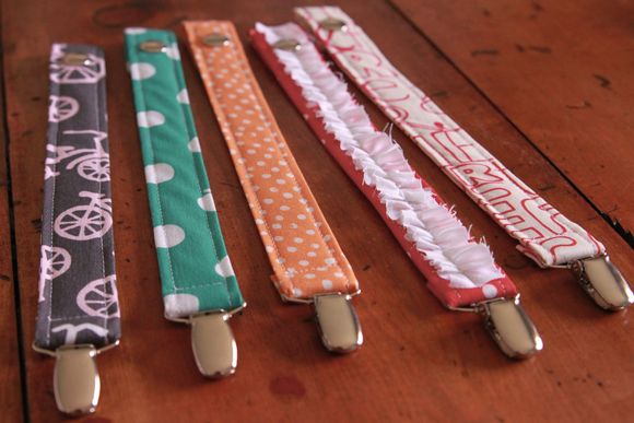 Seelamade: pacifier clips5